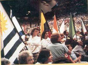 Desfile de banderas nacionales, congreso quinquenal de la Alianza Mundial.