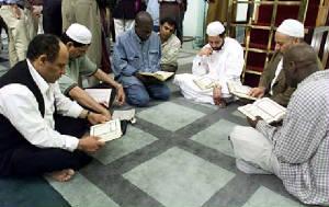 Musulmanes Estudiando el Corán.
