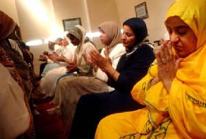 Mujeres Musulmanas en Tiempo de Oración.